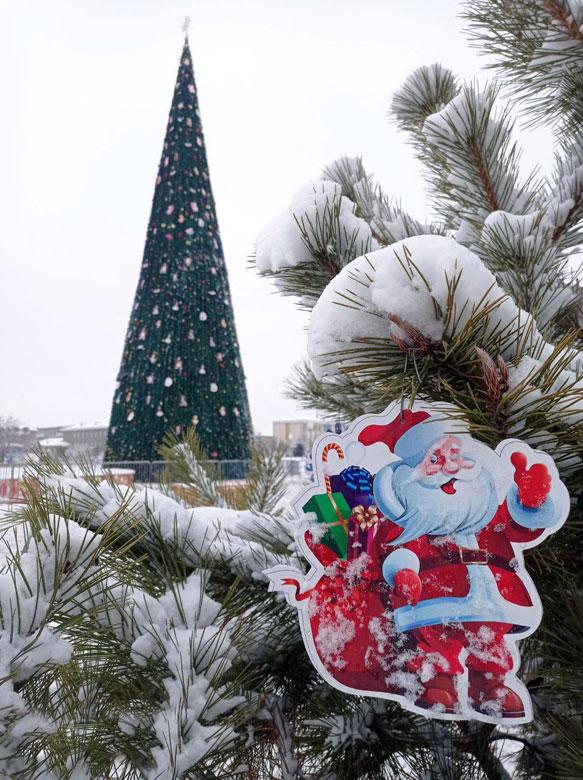 Силы добра и зла столкнулись у новогодней елки