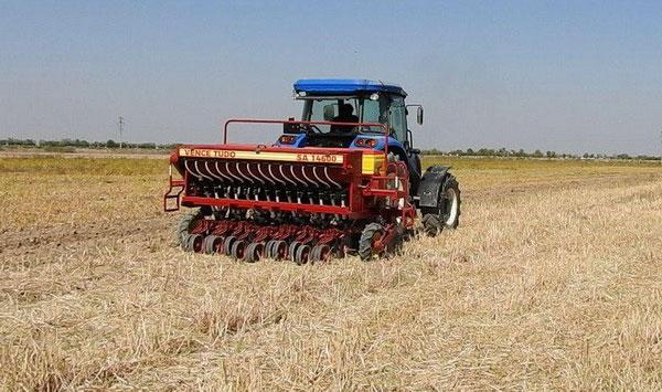 Кашкадарьинские фермеры опробовали сеялку прямого посева