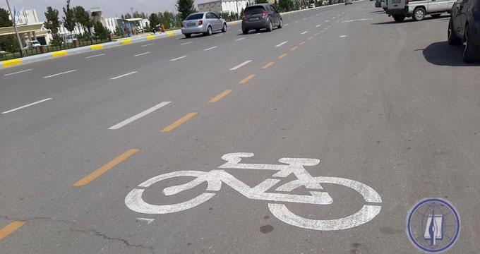 Полоса у обочины – для велосипедистов