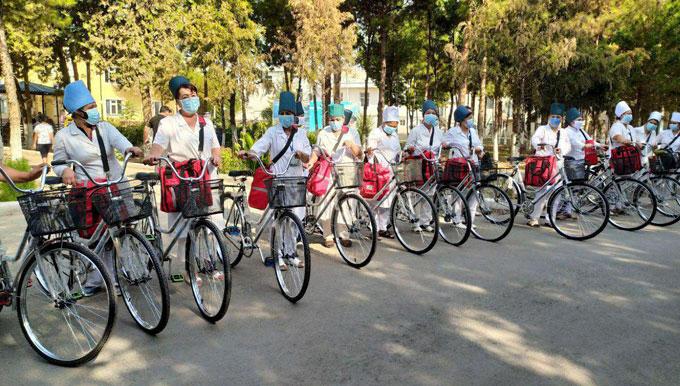 К пациентам – на велосипедах
