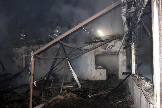 Пожар уничтожил большую часть жилого дома