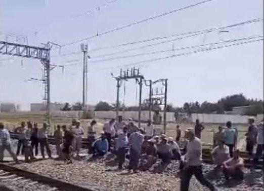 Чиракчинцам, перекрывшим железную дорогу, дали по 15 суток