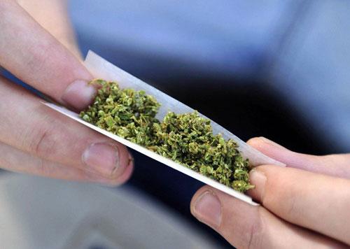 Фуқаро карантин қоидасини бузди, деб ИИБ идорасига олиб келинганди, ёнидан марихуана чиқди